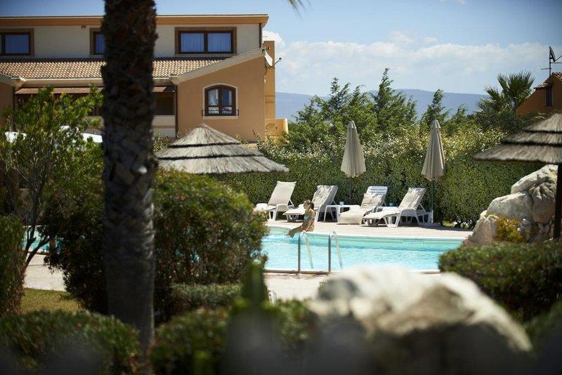Jóga a surf Sardinie 2021 - dovolená s jógou